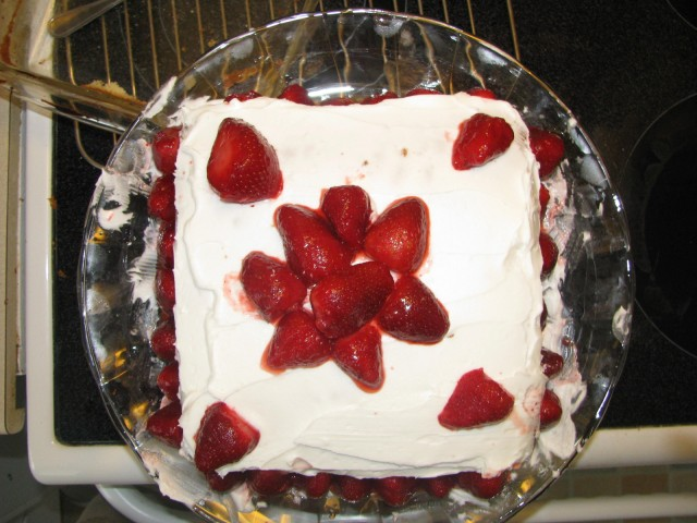 White Sponge Cake with Strawberries
