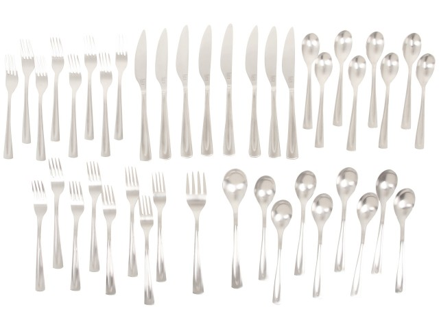 Spoons, forks, and knives silverware set