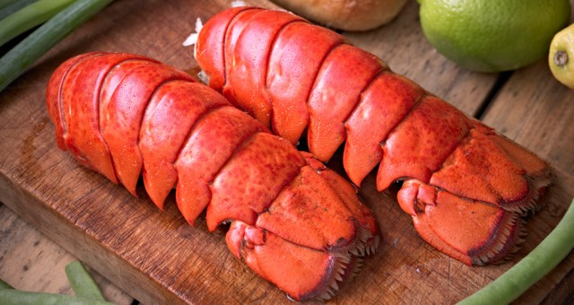 Super Jumbo Wild-Caught Fresh Maine Lobster Tails - QuiBids.com