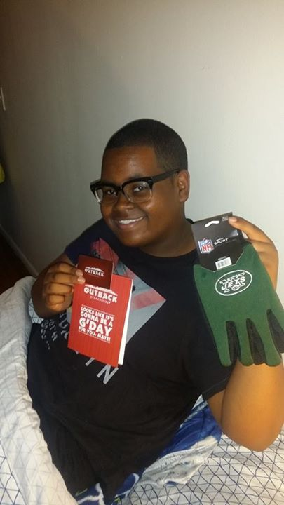 Brian won thses NFL New York Jets gloves for $0.06 and the $10 gift card for $0.04 on QuiBids! #QuiBidsWin
