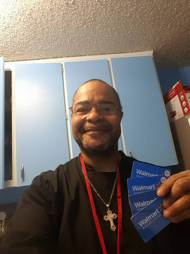 Jeffrey shows off his recent gift card haul. #QuiBidsWin