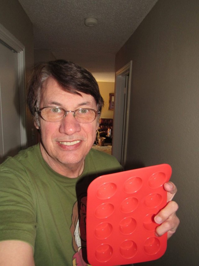 Rick won this silicone muffin tray (+15 bids) for $0.09 using only 4 voucher bids! #QuiBidsWin