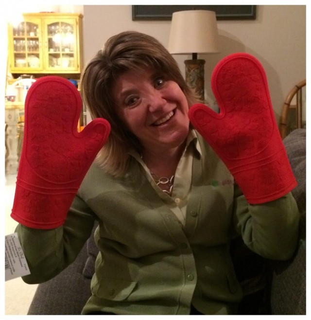 Connie won her friend these oven mitts for $0.26 using only 12 voucher bids! #QuiBidsWin