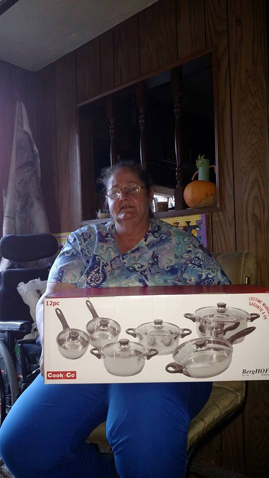 Phyllis won this 12pc cookware set $5.81 using 169 voucher bids! #QuiBidsWin