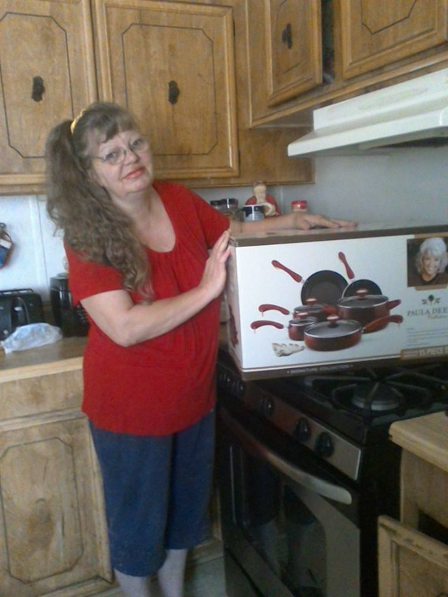 Cathy won this Paula Deen 15pc cookware set for $0.56 using 27 real bids and saved 88%! #QuiBidsWin