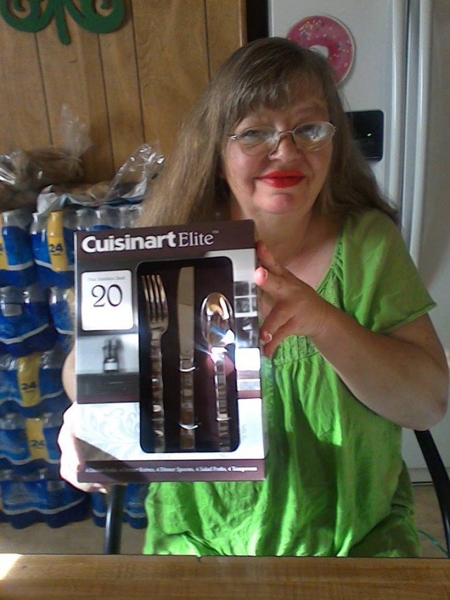 Cathy won this silverware set for $0.88 using 34 real bids and saved 65%! #QuiBidsWin