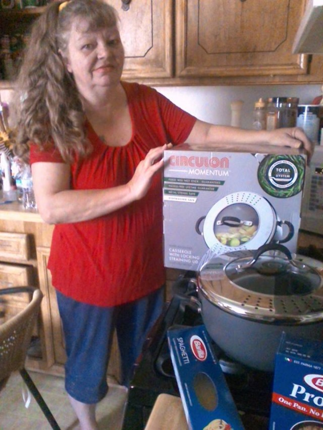 Cathy won this nonstick pot with lid for $0.45 using 20 real bids and saved 84%! #QuiBidsWin