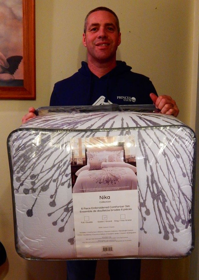 QuiBidder Doug won this comforter set for $0.32 using only 3 voucher bids! #QuiBidsWin